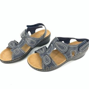 Clarks walking sandals in size 11W